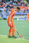 The Hague, Netherlands, June 06: Sander de Wijn #23 of The Netherlands prepare for a penalty corner during the field hockey group match (Men - Group B) between Germany and The Netherlands on June 6, 2014 during the World Cup 2014 at Kyocera Stadium in The Hague, Netherlands. Final score 0-1 (0-1) (Photo by Dirk Markgraf / www.265-images.com) *** Local caption ***