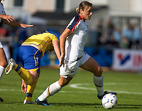 Abby Wambach carries the ball during the match against Sweden, Landskamp, Sweden, July 5th, 2008.