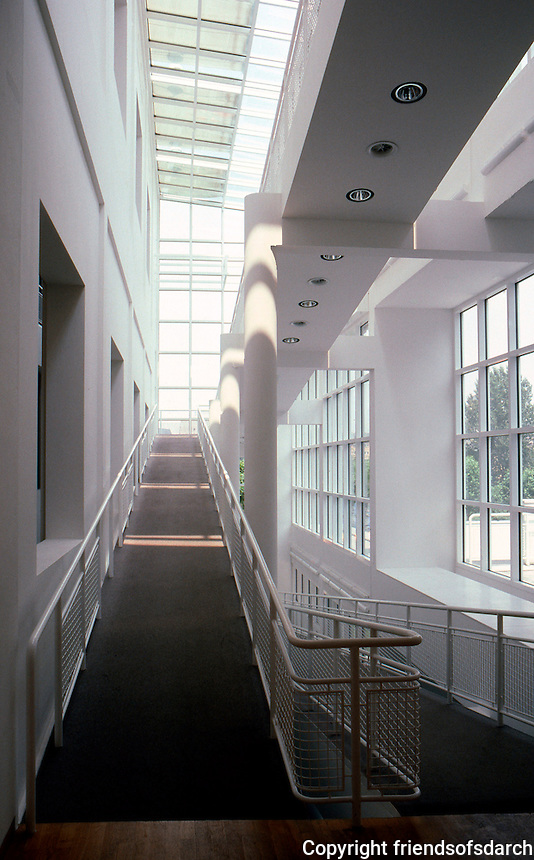 Richard Meier: Arts & Crafts Museum.  Photo '85.