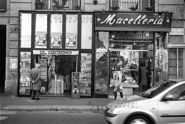 Milano, via Paolo Sarpi 27, Chinatown. Macelleria Sirtori ed edicola --- Milan, Paolo Sarpi street, Chinatown. Butcher shop Sirtori and newsstand