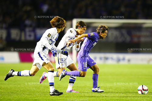 (L-R)<br /> Takashi Usami (Gamba),<br /> Yoshifumi Kashiwa (Sanfrecce),<br /> DECEMBER 5, 2015 - Football / Soccer : <br /> 2015 J.League Championship Final 2nd leg match<br /> between Sanfrecce Hiroshima - Gamba Osaka<br /> at Hiroshima Big Arch in Hiroshima, Japan.<br /> (Photo by Shingo Ito/AFLO SPORT)