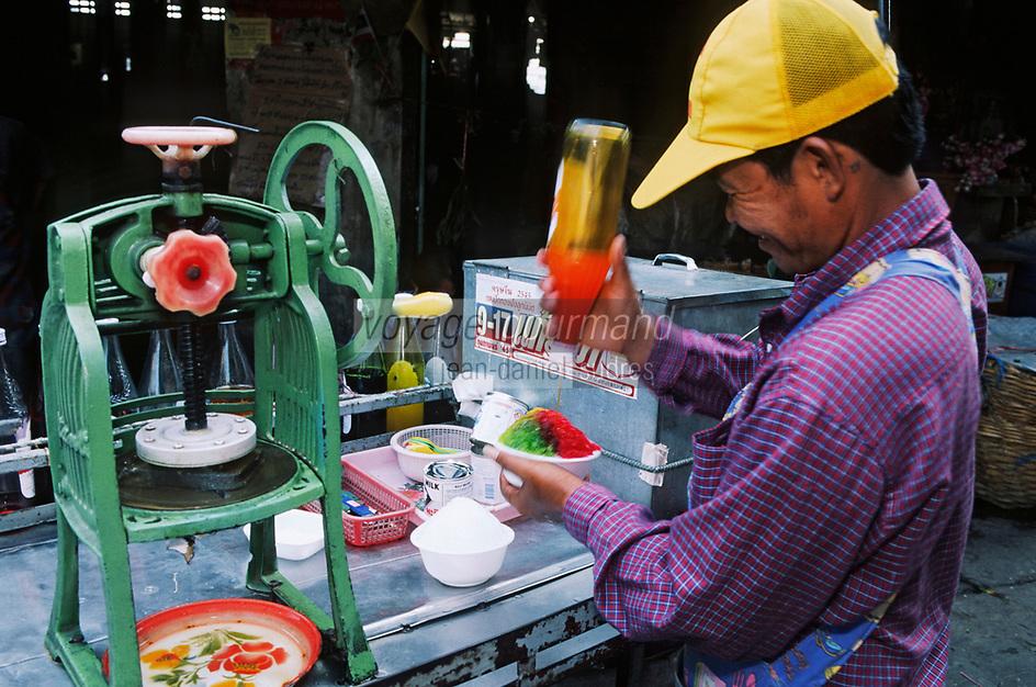 Thaïlande/Bangkok: Marché Parklong Talad - Marchand de glace