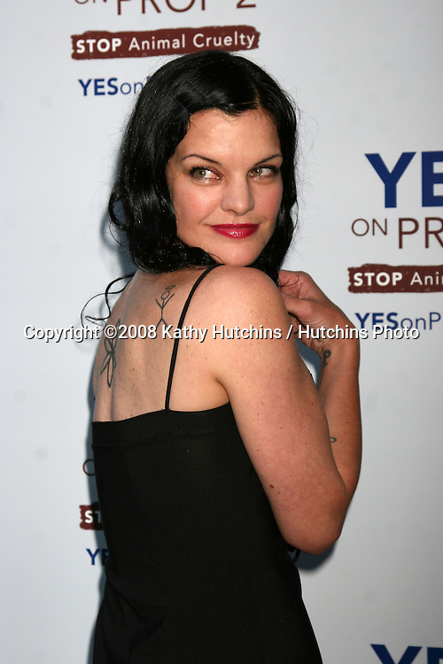 "Pauley Perrette arriving at the ""YES! on Prop 2 Campaign"" to stop Animal Cruelty.at a private estate in .BelAir, CA on.September 28, 2008.©2008 Kathy Hutchins / Hutchins Photo...."