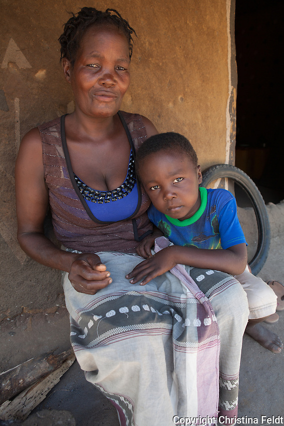 Mandeca Manuel is 46 years old and lives in Canhandula, Sofala province, in Mozambique. She is deaf-dumb and lives together with her nephews, children of her sister who passed away. Handicap International/RAVIM supported Mandeca with a 6-months agriculture training at Young Africa-Agritech Formation Center and she now works at Oasis Mozambique.