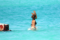 PAP0413DW479.NICOLE RICHIE HOLIDAYING IN ST BARTS WITH FRIENDS /nortePhoto