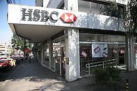 PORTO ALEGRE, RS, 06.10.2015 – GREVE-BANCÁRIOS - Agencia bancária no bairro de Santa Cecilia região leste de Porto Alegre (RS) na manhã desta terça-feira (06). A greve da categoria é uma resposta à proposta rebaixada da federação dos bancos (Fenaban) de 5,5% de reajuste para salários, PLR, vales e auxílios, que nem chega perto de cobrir a inflação de 9,88% no período (INPC) e representa perda de 4% para os trabalhadores. E nada para questões fundamentais para a categoria como melhorias nas condições de trabalho, saúde e garantia de emprego. (Foto: Naian Meneghetti/Brazil Photo Press)