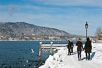 Germany, Bavaria, Upper Bavaria, Tegernseer Valley, Winter at Lake Tegern: winter walk at lakefront