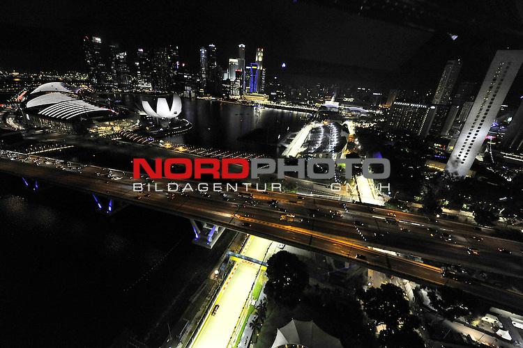 19.-22.09.2013, Marina-Bay-Street-Circuit, Singapur, SIN, F1, Grosser Preis von Singapur, Singapur, DHL Branding - Sebastian Vettel (GER), Red Bull Racing <br />  Foto &copy; nph / Mathis