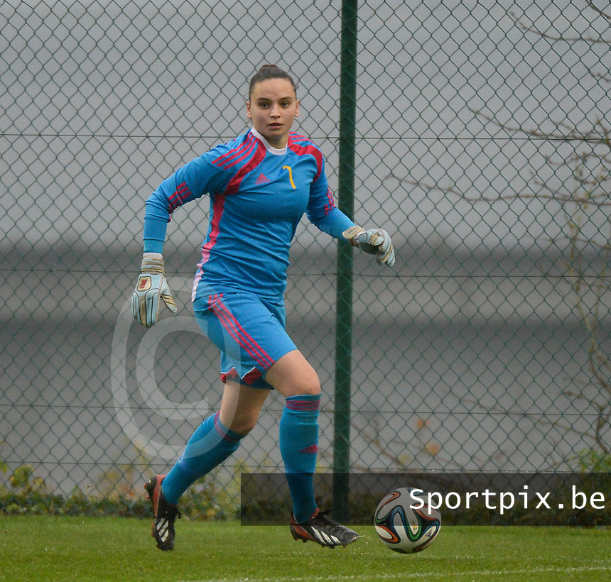 20141126 - TUBIZE , BELGIUM : Belgian Nicky Evrard pictured during the Friendly female soccer match between Women under 19 / 21  teams of  Belgium and Turkey .Wednesday 26th November 2014 . PHOTO DAVID CATRY