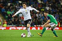 Sebastian Rudy (Deutschland Germany) gegen Corry Evans (Nordirland, Northern Ireland) - 05.10.2017: Nordirland vs. Deutschland, WM-Qualifikation Spiel 9, Windsor Park Belfast