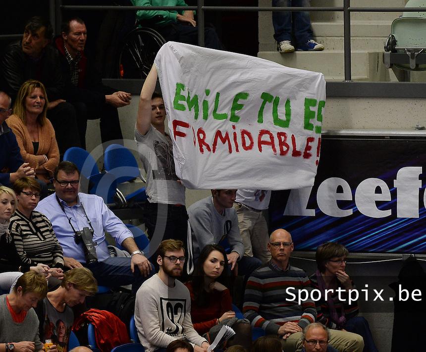 Knack Roeselare - Precura Antwerpen : spandoek voor Emile Rousseaux : Emile tu es Formidable ! <br /> foto VDB / BART VANDENBROUCKE