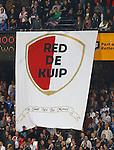 Nederland, Rotterdam, 15 september 2012.Eredivisie.Seizoen 2012-2013.Feyenoord-PEC Zwolle.Feyenoord-supporters ontrollen een spandoek met daarop het logo van actiegroep 'Red de Kuip'. Dit als protest tegen de nieuwbouwplannen voor het nieuwe stadion van Feyenoord.