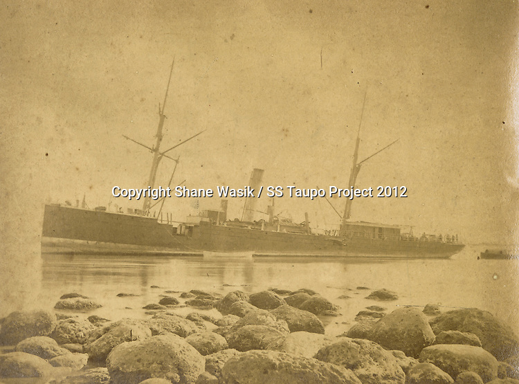 The S.S Taupo aground on rocks at Stoney Point, Mount Maunganui, 9th April 1879. (Photo by Charles Spencer, Tauranga Collection)