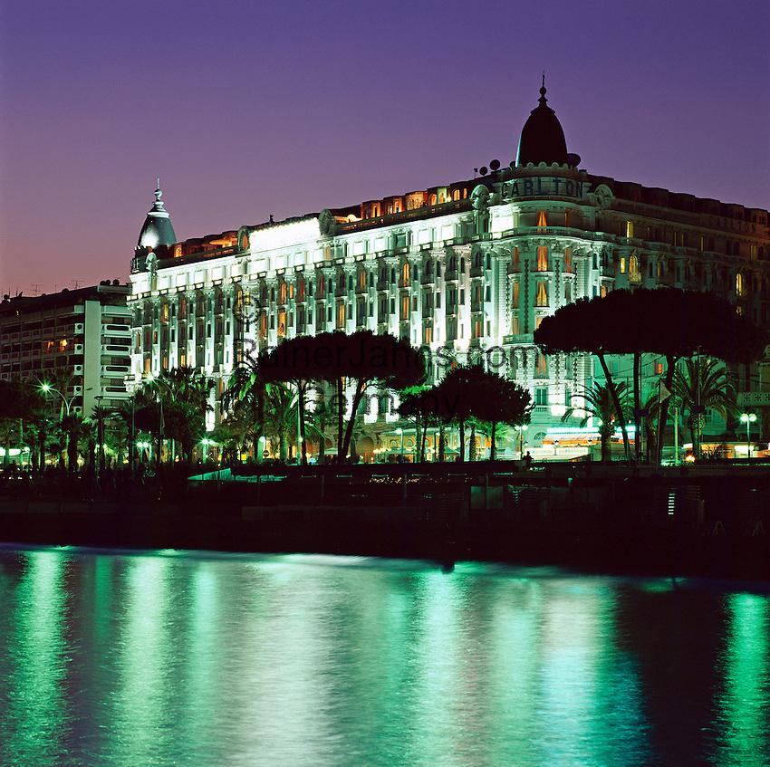 France, Côte d'Azur, Cannes: Carlton Hotel at Night | Frankreich, Côte d'Azur, Cannes: Carlton Hotel am Abend