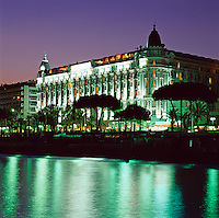 France, Côte d'Azur, Cannes: Carlton Hotel at Night | Frankreich, Côte d'Azur, Cannes: Carlton Hotel am Abend