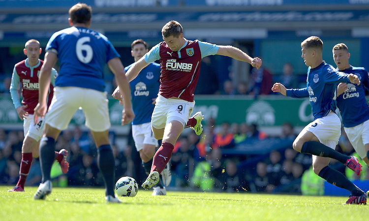 Burnley's Sam Vokes shoots past Everton's Phil Jagielka<br /> <br /> Photographer Stephen White/CameraSport<br /> <br /> Football - Barclays Premiership - Everton v Burnley - Saturday 18th April 2015 - Goodison Park - Everton<br /> <br /> &copy; CameraSport - 43 Linden Ave. Countesthorpe. Leicester. England. LE8 5PG - Tel: +44 (0) 116 277 4147 - admin@camerasport.com - www.camerasport.com