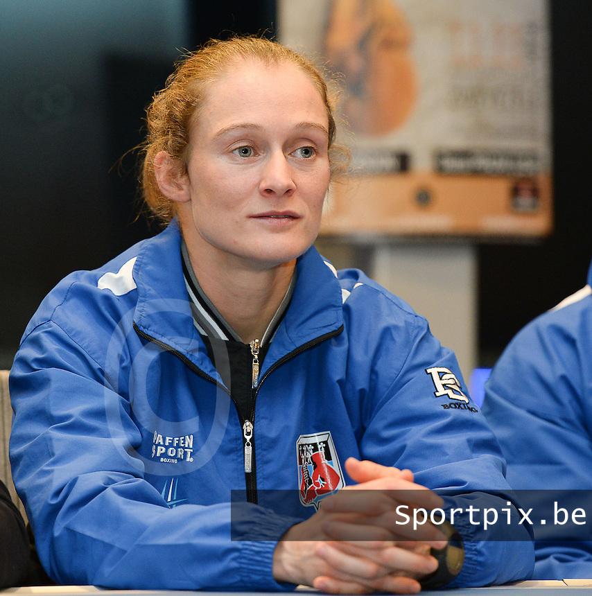 Zwevezele : persconferentie boxingclub Lichtervelde bij sponsor Degroote Trucks met : Delfine Persoon<br /> foto VDB / BART VANDENBROUCKE