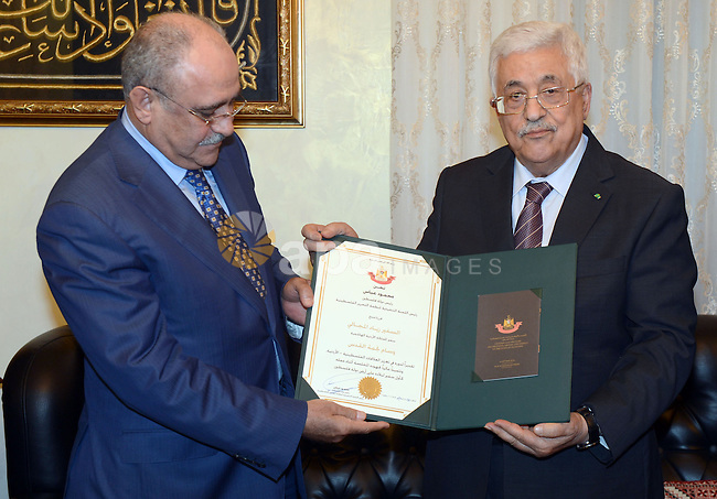 Palestinian President Mahmoud Abbas honors the Jordanian Ambassador to the State of Palestine Ziad Majali, in the West Bank city of Ramallah, June 12, 2015. Photo by Thaer Ganaim