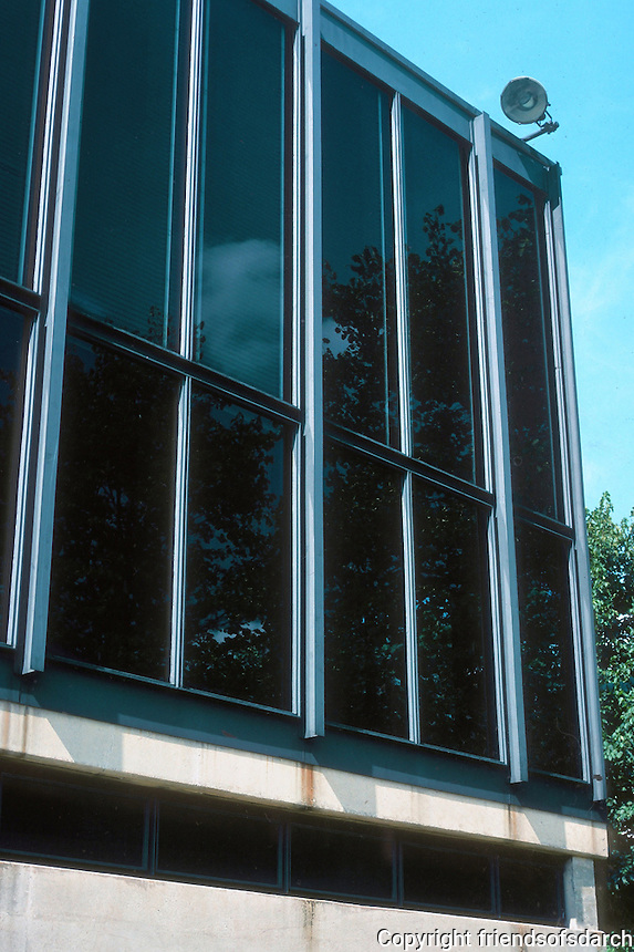 Mies van der Rohe: Illinois Institute of Technology, Chicago. Detail of windows. Photo '76.