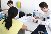 CAMPINAS, SP 23.04.2019 - DENGUE - A cidade de Campinas (SP) tem 5.493 casos de dengue confirmados desde o começo do ano, de acordo com a Secretaria Municipal de Saúde. Foram 1.913 novos casos em uma semana - aumento de 53,5% em relação ao dia 15, quando havia sido divulgado o último balanço. Há ainda 1.734 casos suspeitos em investigação. Campinas vive uma epidemia de dengue causada principalmente pelo tipo 2 do vírus da doença, que não circulava na cidade havia dez anos - com isso, é alto o número de pessoas que não tiveram contato com o tipo do vírus, o que facilita sua circulação. Na foto os casos suspeitos de dengue são tratados como prioridade em todos os postos de saúde da cidade. (Foto: Denny Cesare/Código19)