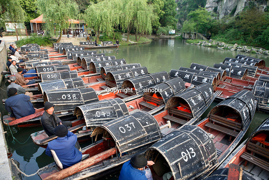 Paddle boats for carrying tourists on East Lake in Shaoxing, Zhejiang province, China. 67km south-east of Hangzhou, Shoaxing is the center of the waterway system on the northern Zhejiang plain. It is known for its long history, picturesque waterways, bridges, wine and calligraphy..15 May 2006