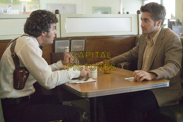 MARK RUFFALO & JAKE GYLLENHAAL.in Zodiac.**Editorial Use Only**.CAP/FB.Supplied by Capital Pictures