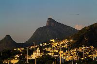 RIO DE JANEIRO, RJ, 12.03.2014 - Quarta-feira começa com Sol e poucas nuvens no Aeroporto Santos Dumont, centro da cidade e as temperaturas devem superar os 30 graus durante o dia. (Foto: Néstor J. Beremblum / Brazil Photo Press)