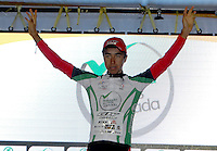COLOMBIA. 16-08-2014. Aldemar Reyes ciclista líder de la Sub 23 después de terminar la contrarreloj individual nocturna de 17.5 Km en la penúltima etapa de la Vuelta a Colombia 2014 en bicicleta que se cumple entre el 6 y el 17 de agosto de 2014. / Aldemar Reyes cyclist Sub 23 leader after the night individual time trial of 17.5 Km in the penultimate stage of the Tour of Colombia 2014 in bike holds between 6 and 17 of August 2014. Photo:  VizzorImage/ José Miguel Palencia / Str