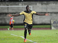 ITAGÜI - COLOMBIA -27-04-2014: Yessy Mena, jugador de Itagüi celebra el gol anotado a Atletico Junior durante partido de ida Itagüi y Atletico Junior por los cuartos de final de la Liga Postobon I 2014 en el estadio Ditaires de la ciudad de Itagüi.  / Yessy Mena, player of Itagüi celebrates a scored goal to Atletico Junior during a match for the first round Itagüi and Atletico Junior for the quarter of finals of the Liga Postobon I 2014 at the Ditaires stadium in Itagüi city. Photo: VizzorImage / Luis Rios / Str.