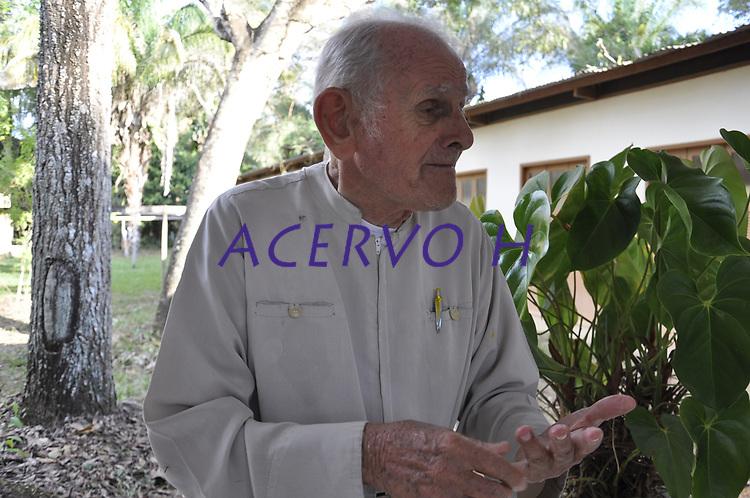 Padre Paolino Baldassari, da Ordem dos Servos de Maria, da paróquia de Sena Madureira. Italiano de nascença, acreano de coração, sena-madureirense por escolha, padre Paolino Baldassari estendeu sua liderança para além das fronteiras espirituais e defendeu em vida, e com muita garra, a floresta amazônica.<br /> Chegou ao Brasil há quase 70 anos, escapando da Segunda Guerra e morreu em 8/4/2016, aos 90 anos de idade, deixando um legado de amor, humildade e santidade, além de um vasto histórico pautado na supremacia das santas missões populares.<br /> Rio Branco, Acre, Brasil.<br /> Foto Altino Machado