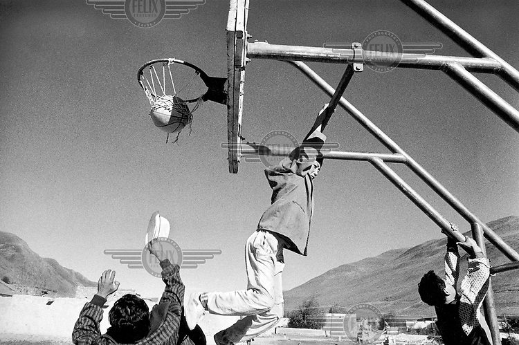 © Rhodri Jones / Panos Pictures..China, Central Qinghai. Amdo youths playing basketball.