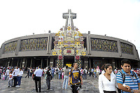 Messico, Dicembre 2010.Città del Messico.La Basilica della Vergine di Guadalupe. Il 12 Dicembre sono attesi circa 7 milioni di pellegrini.
