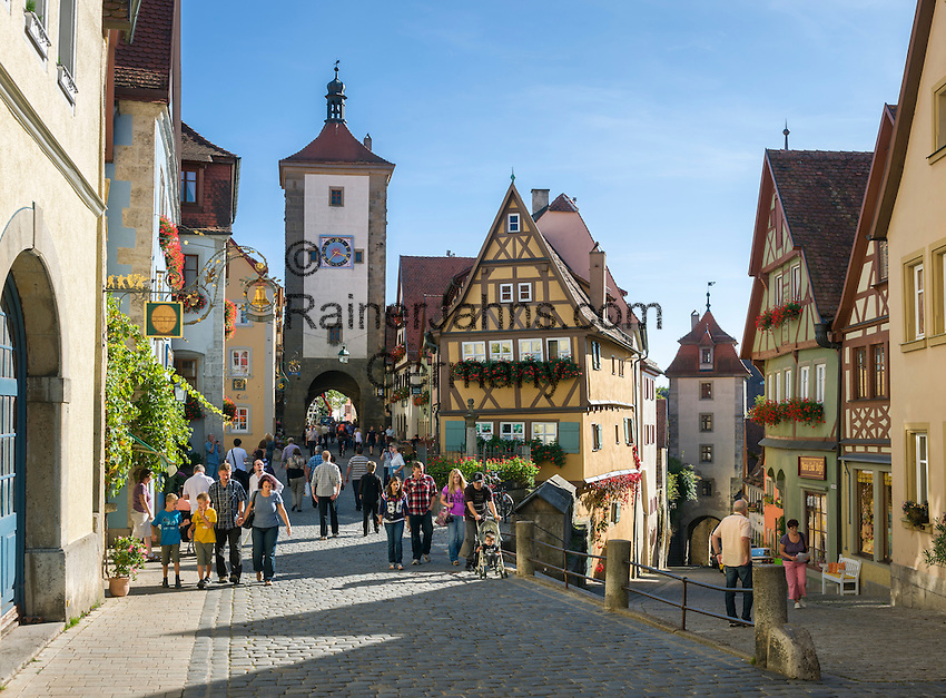 "Germany, Bavaria, Middle Franconia, Rothenburg ob der Tauber: The Ploenlein (""Little Square""), road junction with half-timbered houses, view at Siebers Gate (left) and Kobolzeller Gate (right) 