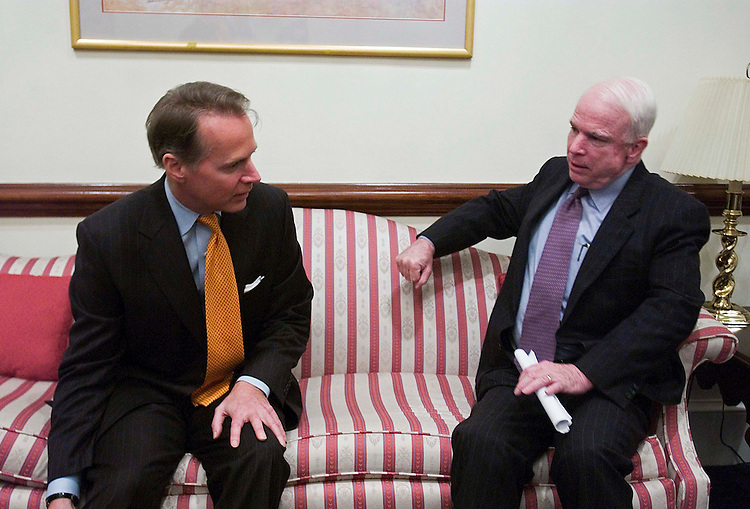 01/17/06.LOBBYING REFORM--House Rules Chairman David Dreier, R-Calif., and Sen. John McCain, R-Ariz.,meet in McCain's hideaway on the GOP lobbying reform package. .CONGRESSIONAL QUARTERLY PHOTO BY SCOTT J. FERRELL