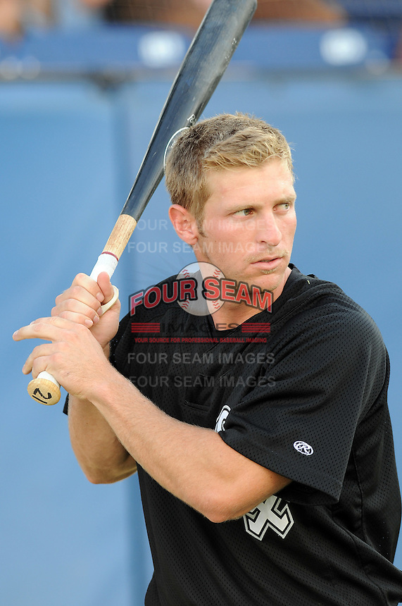 July 22, 2009: Ryan Lee of the Bristol White Sox, rookie Appalachian League affiliate of the Chicago White Sox, prior to a game at Burlington Athletic Stadium in Burlington, N.C. Photo by: Tom Priddy/Four Seam Images
