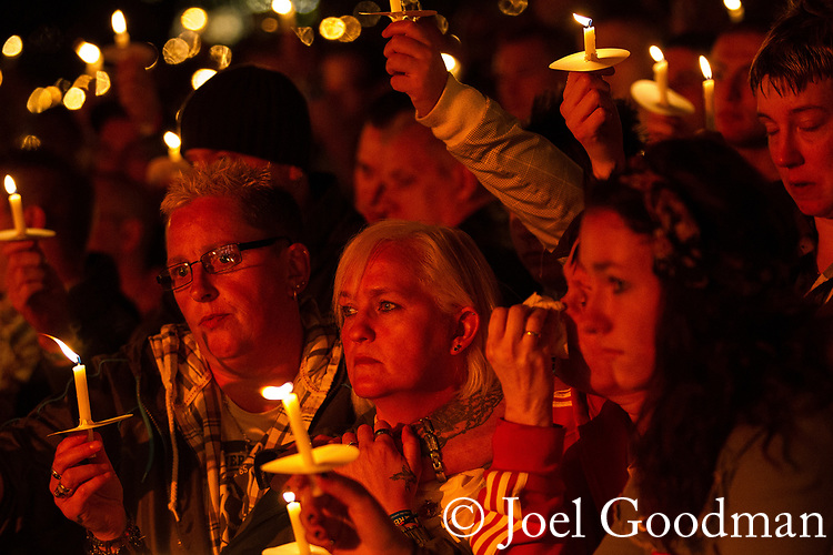 © Joel Goodman - 07973 332324 . 29/08/2011 . Liverpool , UK . The George House Trust Candlelit Vigil , in memory of those killed by AIDS and in support of those living with HIV. The event , in Sackville Gardens , closes the annual Manchester Pride in Manchester . Photo credit : Joel Goodman
