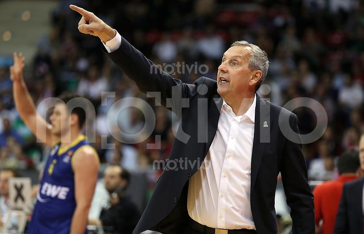 Basketball 1. Bundesliga 2015/2016  02.10.2015 1. Spieltag FC Bayern Muenchen - EWE Baskets Oldenburg Co Trainer Emir Mutapcic (FC Bayern Muenchen) fuer ein Spiel Head Coach