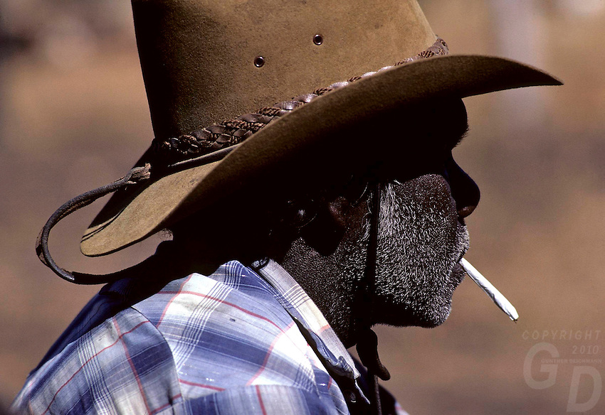 ABORIGINAL STOCKMAN OR COWBOY, OUTBACK OF AUSTRALIA NEAR TENANT CREEK IN THE NORTHERN TERRITORY