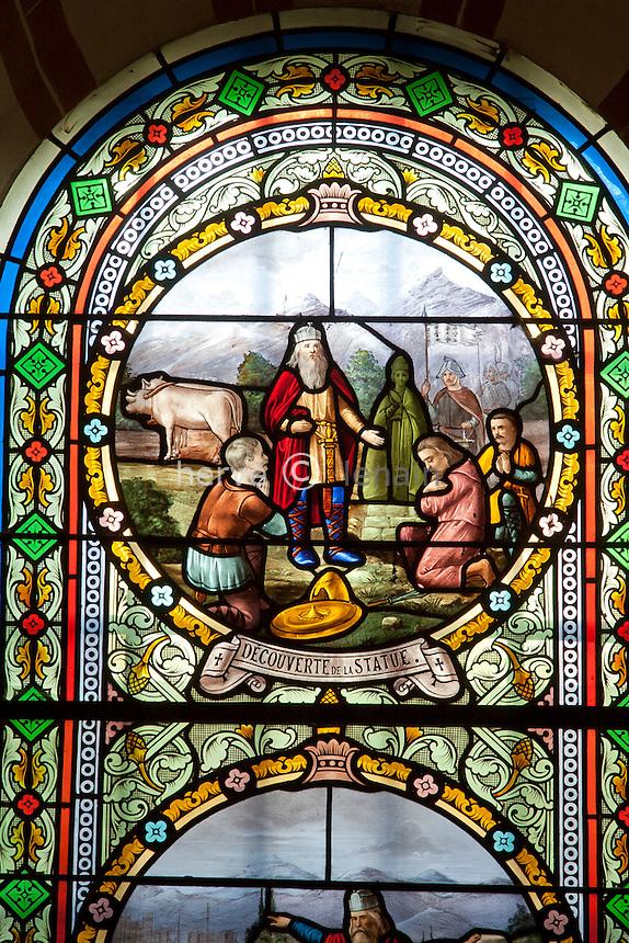 France, Ariège (09), Tarascon, chapelle Notre-Dame de Sabart, vitrail à gauche du choeur // France, Ariege, Tarascon, chapel Notre-Dame de Sabart, the left window of the choir