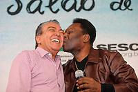 SAO PAULO, SP, 18 DE AGOSTO DE 2012. PELE NA BIENAL DO LIVRO.  O cartunista Mauricio de Sousa e o ex jogador de futebol  Pele durante visita a 22 Bienal do Livro de Sao Paulo para o relançamento do gibi do Pelezinho,  na tarde deste sabado no Pavilhão do Anhembi. FOTO ADRIANA SPACA -BRAZIL PHOTO PRESS