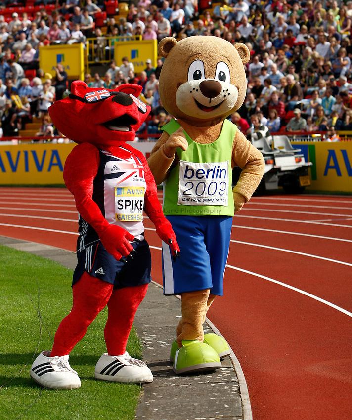 Photo: Richard Lane/Richard Lane Photography..Aviva British Grand Prix. 31/08/2009. Berlino the Bear and Spike, the UKA mascot.