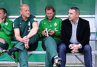 FUSSBALL   DFB POKAL   SAISON 2011/2012  1. Hauptrunde FC Heidenheim - Werder Bremen              30.07.2011 Trainer Thomas Schaaf ,  Manager Klaus Allofs (v. li., SV Werder Bremen)