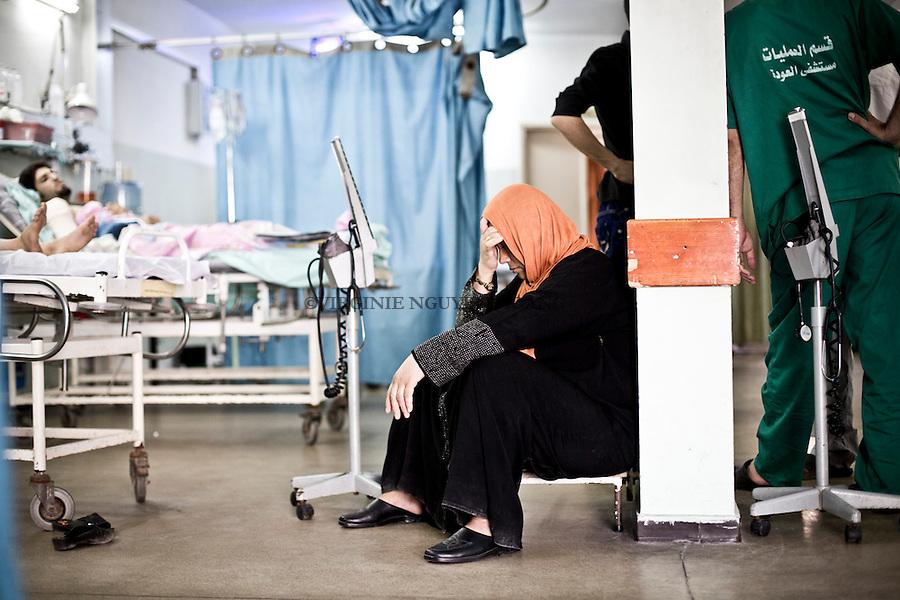 GAZA: The mother of a wounded child is devastated by the situation. <br /> <br /> GAZA: La m&egrave;re d'un enfant bless&eacute; est d&eacute;vast&eacute;e par la situation.