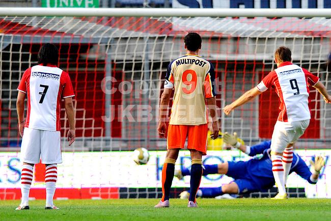 EMMEN - Voetbal, FC Emmen - FC Dordrecht, Jupiler League, Unive stadion, seizoen 2011-2012, 12-08-2011 FC Emmen speler Ruud ter Heide (r) scoort uit strafschop 1-0.