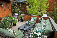 Balcony seating area  in California small space urban townhome patio garden