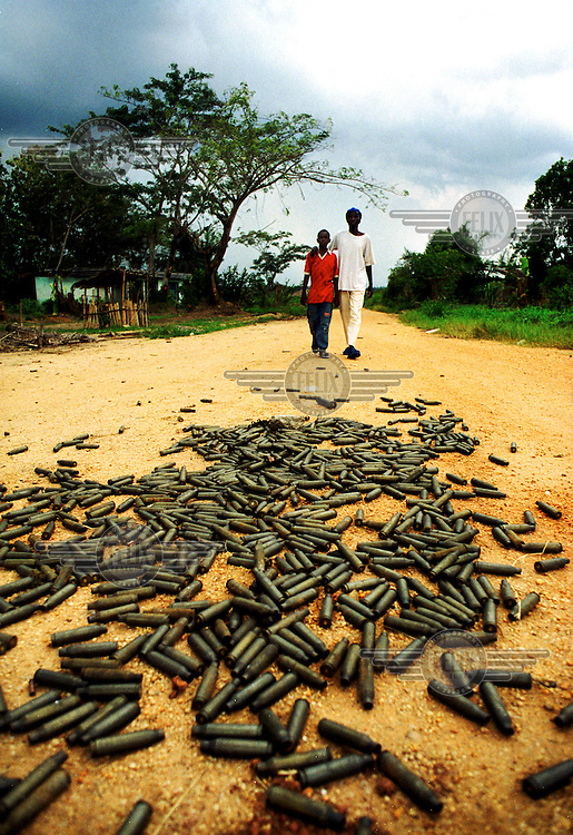 ©Sven Torfinn/Panos Pictures..Congo, DRC, Kisangani, June 2000.Empty ammunition on the street, after fighting between Ugandan and Rwandese troops near Copo, a district of Kisangani town, war, .
