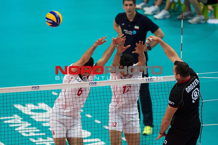 17.09.2014, Spodek, Kattowitz<br /> Volleyball, FIVB Volleyball Men`s World Championship 2014, 3. Runde, Deutschland (GER) vs. Iran (IRI)<br /> <br /> Block / Doppelblock Seyed Mohammad Mousavi Eraghi (#6 IRI), Mojtaba Mirzajanpour M. (#12 IRI) - Angriff Georg / Gy&ouml;rgy / Gyoergy Grozer (#9 GER)<br /> <br />   Foto &copy; nordphoto / Kurth