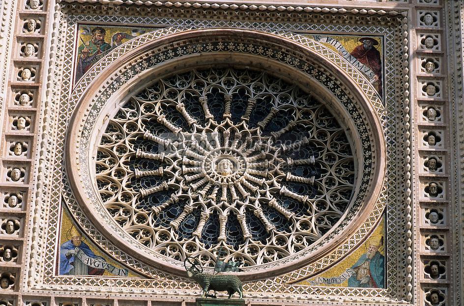 Europe/Italie/Ombrie/Orvieto : Détail des mosaïques de la façade de la cathédrale Duomo d'Orvieto (XIII° architecture gothico-romane) et rosace du XIV° par Orcagna