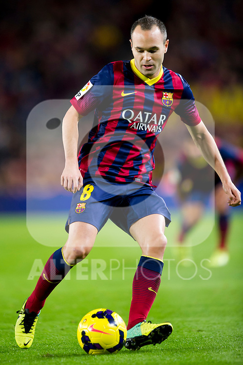 FC Barcelona's Andres Iniesta conducts the ball during La Liga 2013-2014 match against RCD Espanyol. November 1, 2013. (ALTERPHOTOS/Alex Caparros)