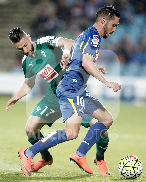 Getafe's Pablo Sarabia (r) and Sociedad Deportiva Eibar's David Junca during La Liga match. March 18,2016. (ALTERPHOTOS/Acero)